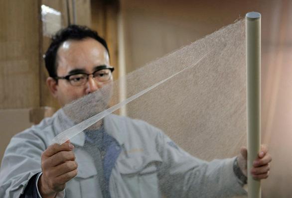 Nhật tạo ra giấy mỏng nhất thế giới nhưng không viết được, giấy đó làm gì? - Ảnh 1.