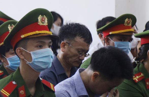 15 bị cáo hầu tòa trong vụ gian lận thi cử tại Hòa Bình - Ảnh 1.