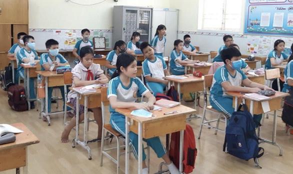 Sở GD-ĐT TP.HCM: Không bắt buộc 100% học sinh học cả ngày thứ bảy - Ảnh 1.
