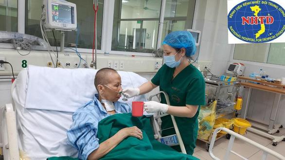 Việt Nam 0 ca COVID-19 mới, bệnh nhân 19 hồi phục tốt, vẫy tay chào từ phòng bệnh - Ảnh 1.