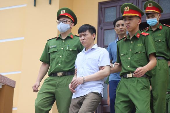 Xử gian lận thi cử ở Hòa Bình: Cựu thượng tá công an phủ nhận đưa hối lộ, nói bị vu khống - Ảnh 2.