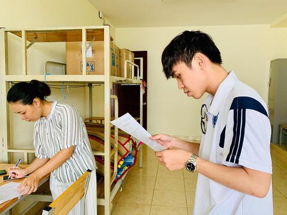 Hỗ trợ kinh phí cho sinh viên ở ký túc xá ĐHQG TP.HCM bị thất lạc đồ - Ảnh 1.