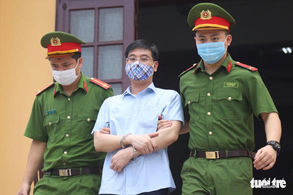 Vụ gian lận thi cử tại Hòa Bình: Cựu thượng tá công an không nhận tội - Ảnh 1.