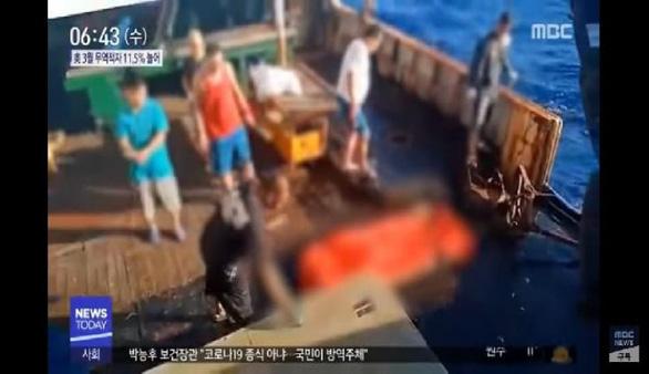 Indonesia lên án tàu cá Trung Quốc đối xử với       ngư dân như nô lệ - Ảnh 2.