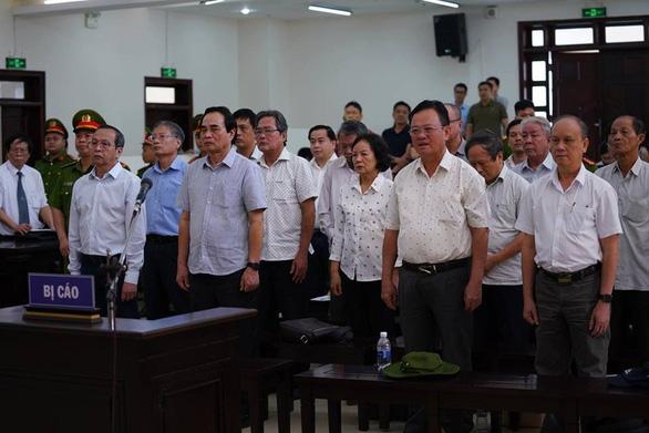 Hai cựu chủ tịch Đà Nẵng bị bắt tạm giam tại phiên tòa - Ảnh 3.