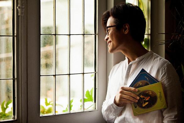 Hà Anh Tuấn bán album Truyện ngắn, góp 5 tấn gạo và 70.000 quả trứng cho người nghèo - Ảnh 1.