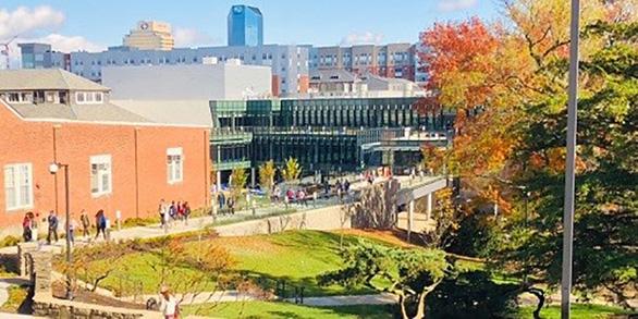 Học bổng đến 100% trường đại học công lập nghiên cứu hàng đầu Mỹ - Ảnh 1.