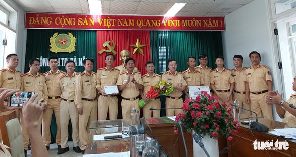'Quái xế' bốc đầu xe trên phố Đà Nẵng, đồng bọn quay clip tung lên mạng - Ảnh 3.