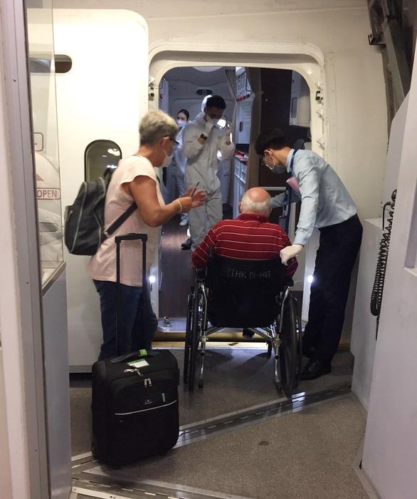Bamboo Airways đưa công dân Anh và EU hồi hương trên chặng Hà Nội - London - Ảnh 2.
