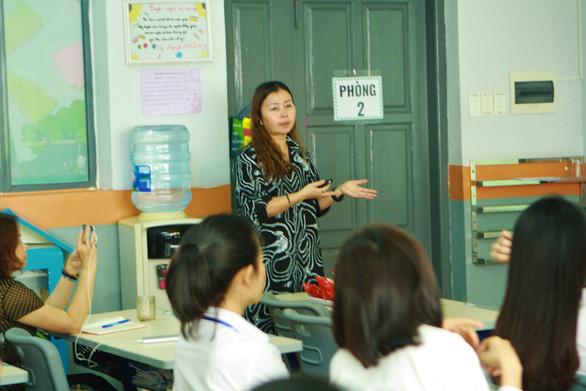 Các trường công bố chọn sách giáo khoa lớp 1 mới trước 20-5 - Ảnh 1.