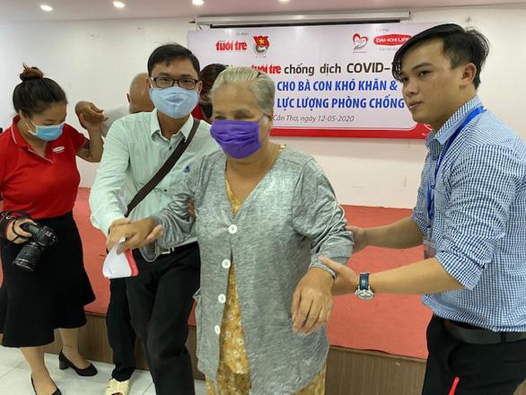 300 triệu đồng Cùng Tuổi Trẻ chống dịch COVID-19 đến tay người nghèo Cần Thơ - Ảnh 2.