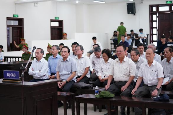 Hai cựu chủ tịch Đà Nẵng bị bắt tạm giam tại phiên tòa - Ảnh 2.