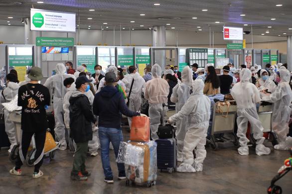 Đưa 340 công dân Việt Nam từ Nga về nước, cách ly tại Vân Đồn - Ảnh 1.