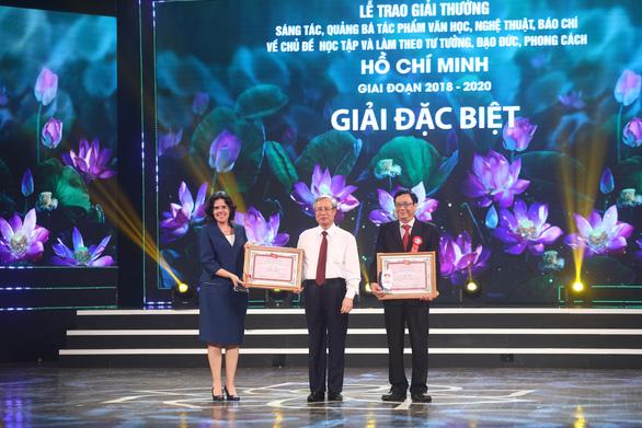 Tác giả Hồ Chí Minh - Tên Người là cả một niềm thơ được truy tặng giải đặc biệt - Ảnh 1.