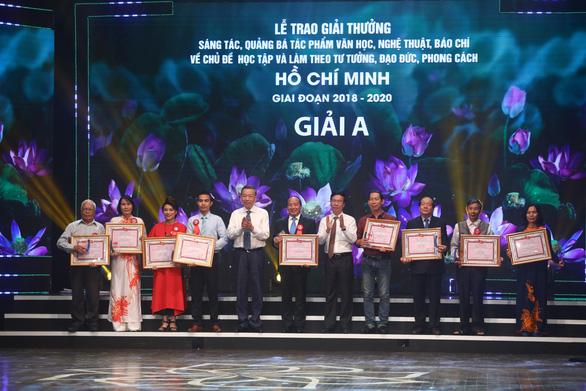 Tác giả Hồ Chí Minh - Tên Người là cả một niềm thơ được truy tặng giải đặc biệt - Ảnh 2.