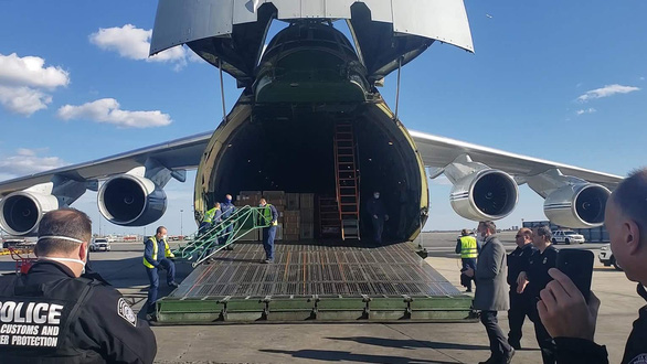 Máy trợ thở của Nga đang bị đình chỉ, từng được gửi sang Mỹ - Ảnh 1.