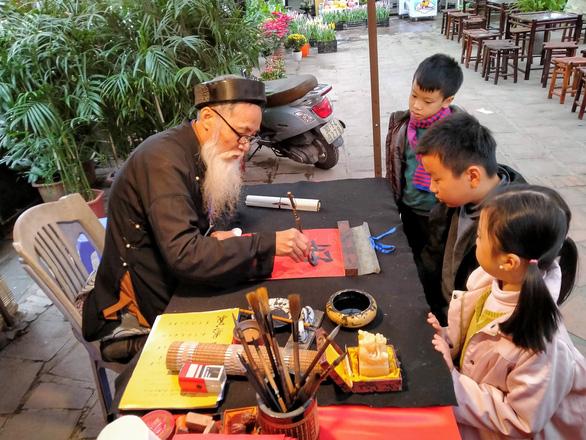 Các di tích, danh thắng, bảo tàng ở Hà Nội mở cửa trở lại - Ảnh 2.