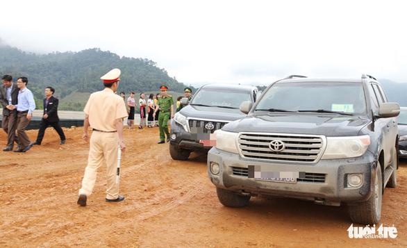 Xe doanh nghiệp tặng Văn phòng Tỉnh ủy Nghệ An bán đấu giá được 2,2 tỉ đồng - Ảnh 1.