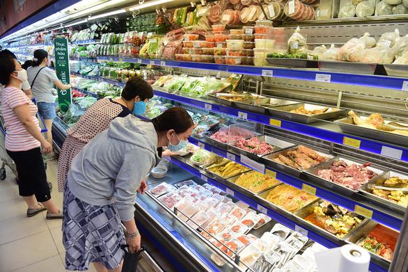 Thực phẩm chế biến sẵn tại siêu thị hút khách - Ảnh 1.
