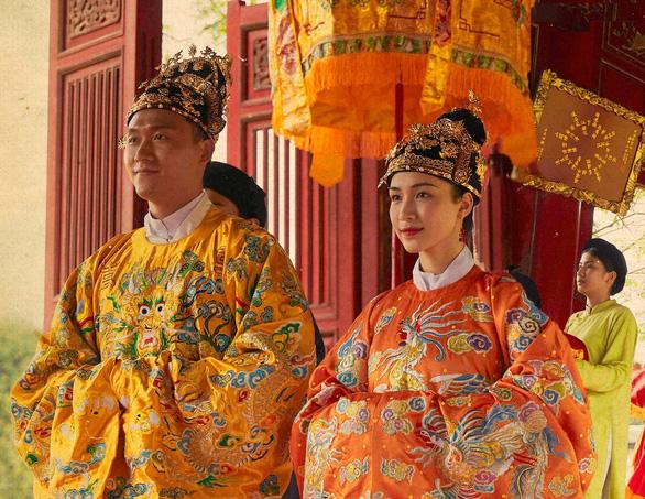 Mối tình vua Bảo Đại, hoàng hậu Nam Phương được đưa vào MV của Hòa Minzy - Ảnh 1.