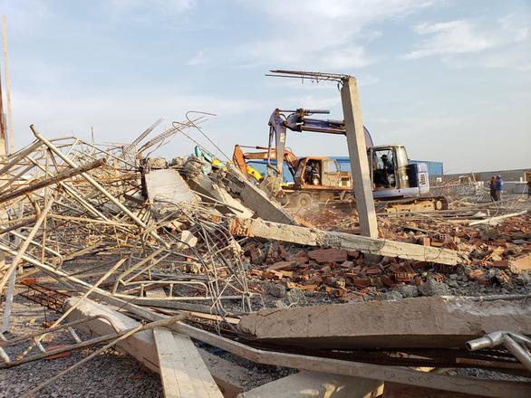 10 người chết, nhiều người bị chôn vùi do sập tường đang xây ở Đồng Nai - Ảnh 6.