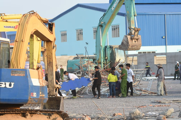 10 người chết do sập tường đang xây ở Đồng Nai - Ảnh 11.