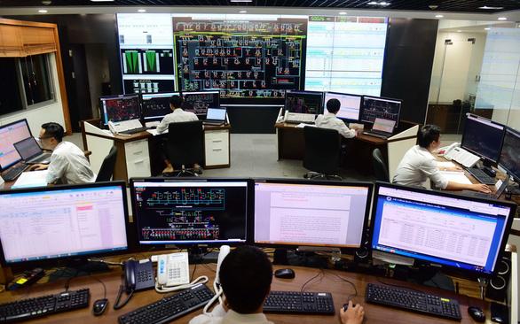 Tổng công ty Điện lực TP.HCM khuyến cáo đề phòng tai nạn điện khi mưa giông - Ảnh 1.