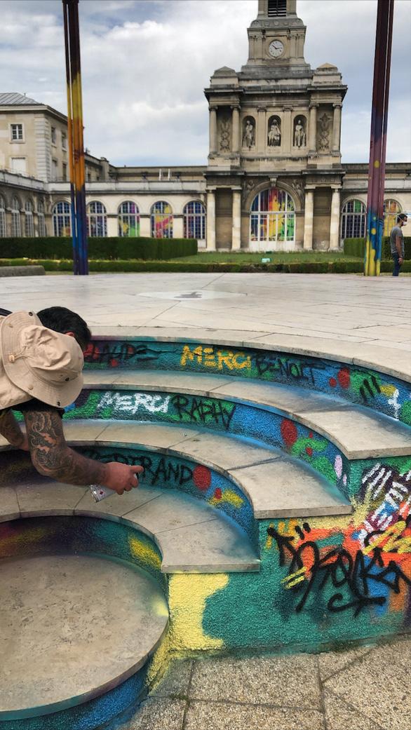 Huyền thoại graffiti lai Việt - Pháp vẽ tranh tôn vinh bác sĩ chống dịch - Ảnh 5.