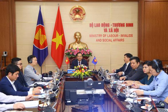 Các bộ trưởng lao động ASEAN họp bàn về ứng phó tác động của COVID-19 - Ảnh 1.