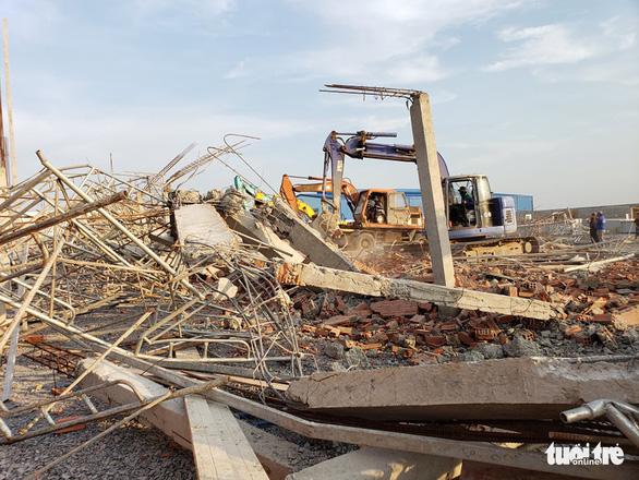 10 người chết do sập tường đang xây ở Đồng Nai - Ảnh 7.