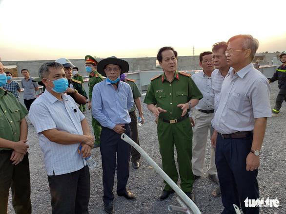 10 người chết do sập tường đang xây ở Đồng Nai - Ảnh 10.