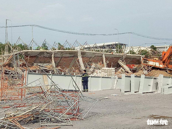 10 người chết, nhiều người bị chôn vùi do sập tường đang xây ở Đồng Nai - Ảnh 2.