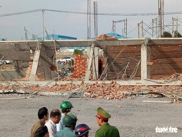10 người chết, nhiều người bị chôn vùi do sập tường đang xây ở Đồng Nai - Ảnh 3.