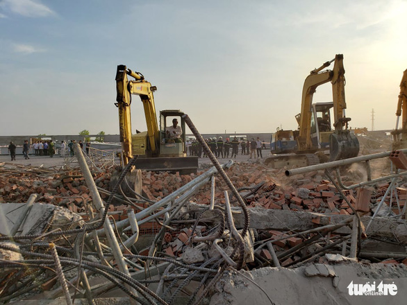 10 người chết do sập tường đang xây ở Đồng Nai - Ảnh 6.