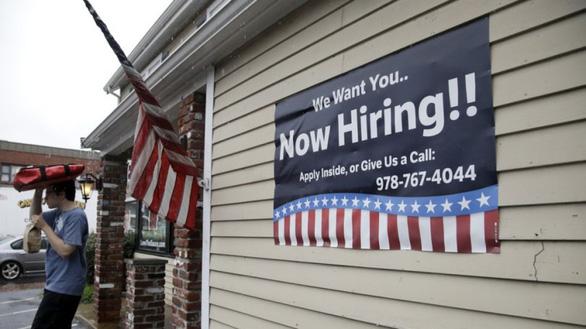 Lao động nước ngoài ở Mỹ lâm cảnh tiến thoái lưỡng nan khi mất việc vì dịch - Ảnh 1.
