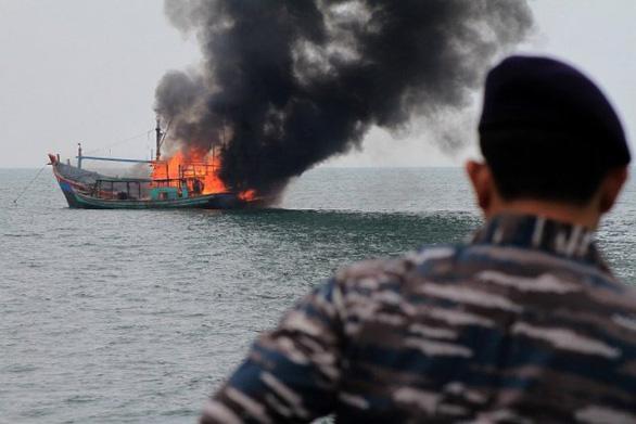 Việt Nam đề nghị Indonesia tìm kiếm, điều tra vụ 4 ngư dân tàu cá Bình Định mất tích - Ảnh 1.