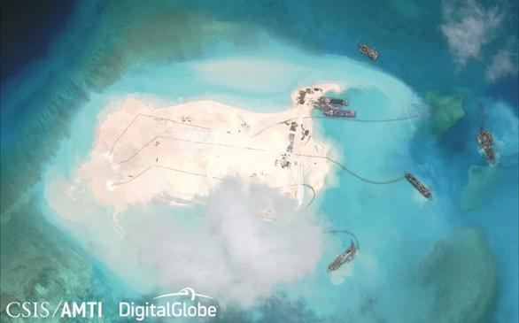 Forbes: Tàu nạo vét của Trung Quốc bị Đài Loan truy đuổi ở Biển Đông - Ảnh 2.