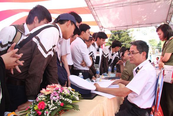 Điểm nhận hồ sơ xét tuyển ĐH, CĐ của nhóm trường quân đội năm 2020 - Ảnh 1.