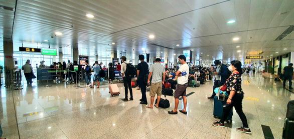 Đề nghị bỏ giãn cách ở nhà ga nội địa các sân bay - Ảnh 1.