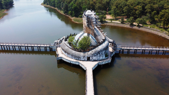 Công viên rùng rợn Hồ Thủy Tiên sắp được hồi sinh - Ảnh 1.