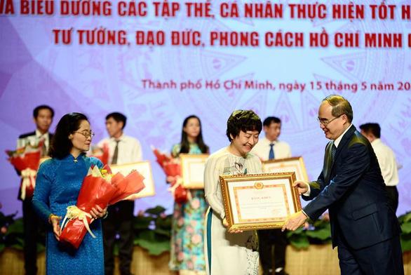 Tuyên dương tập thể, cá nhân điển hình học tập và làm theo tư tưởng, đạo đức, phong cách Hồ Chí Minh - Ảnh 3.