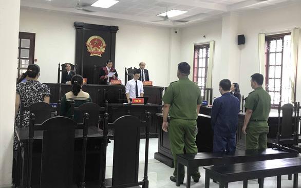Dâm ô hàng loạt bé gái, cán bộ trung tâm xã hội lãnh 4 năm 6 tháng tù - Ảnh 2.