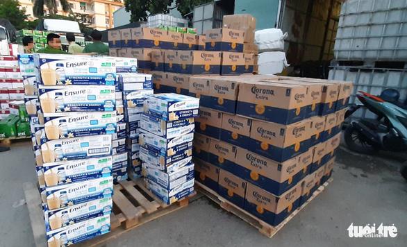 Phát hiện kho hàng chứa bia và sữa ngoại nhập không hóa đơn chứng từ - Ảnh 2.