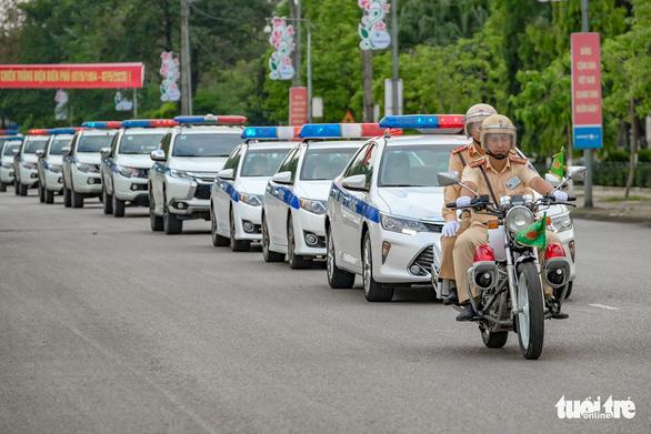 Ngày đầu CSGT kiểm tra xe dù không có dấu hiệu vi phạm ở TP.HCM, Hà Nội - Ảnh 7.