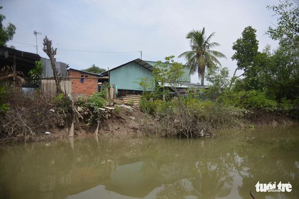 Sạt lở 165m bờ kè Tắc Sông Chà thiệt hại ít nhất 15 tỉ đồng - Ảnh 1.