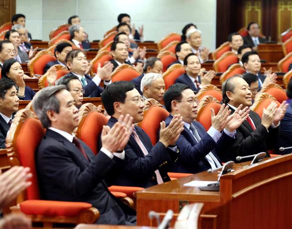 Trung ương đồng ý lùi thời điểm cải cách tiền lương 1 năm - Ảnh 1.