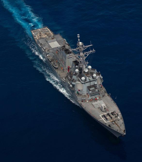 Tàu khu trục Mỹ vào gần Thượng Hải, lúc Trung Quốc đang tập trận - Ảnh 2.
