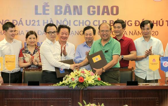 'Bầu' Hiển tặng đội U21 Hà Nội cho CLB bóng đá Phú Thọ - Ảnh 1.