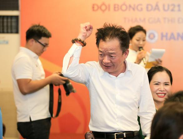 'Bầu' Hiển tặng đội U21 Hà Nội cho CLB bóng đá Phú Thọ - Ảnh 2.