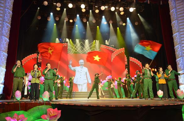 Phát sóng đêm nhạc Hồ Chí Minh - Chân dung một con người vĩ đại - Ảnh 1.